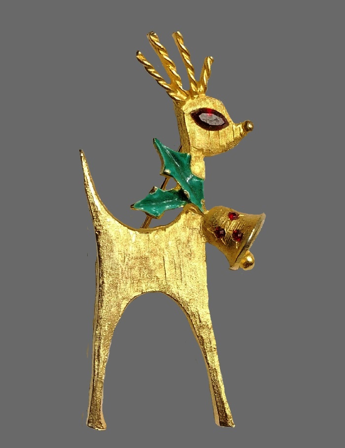 Reindeer Christmas Pin. Jewelry alloy of gold tone, red rhinestones
