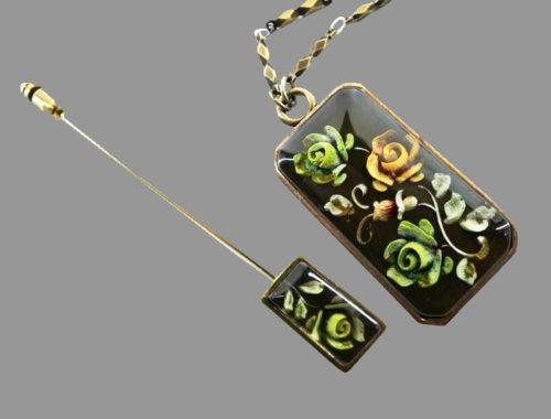 Rose set of necklace and pin. Enamel, gold tone metal. Pendant 3.5 cm, pin 8.5 cm