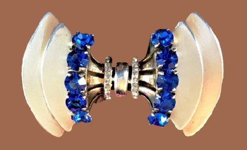 Sceptron Art Deco bowtie brooch. Sterling silver, sapphire blue and clear rhinestones. 1944