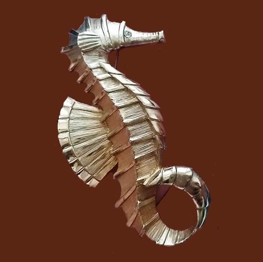 Seahorse vintage 1960s brooch. Gold tone textured metal, crystals. 5.5 cm