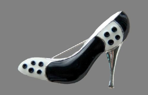 Shoe brooch. Jewelry alloy silver tone enamel. 4.4 cm