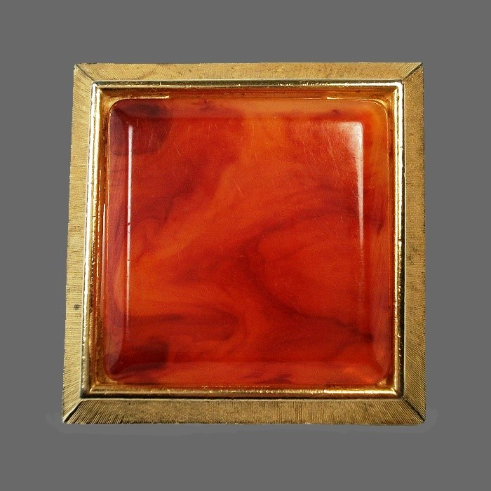 Square shape brooch. Faux amber, gold tone metal. 1950s