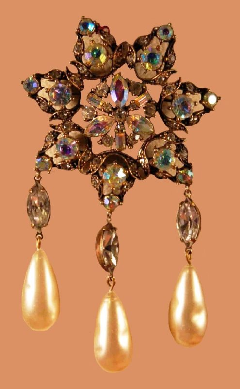 Star brooch decorated with baguette and marquise aurora borealis rhinestones and baroque pearl dangles
