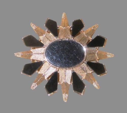 Sunburst vintage brooch. Gold tone metal, onyx glass. R. Mandle