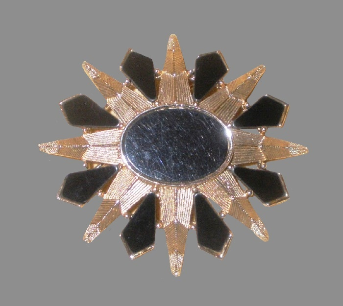 Sunburst vintage brooch. Gold tone metal, onyx glass. R. Mandle