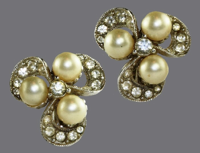Three petal flower silver colored rhinestone and pearl clip earrings