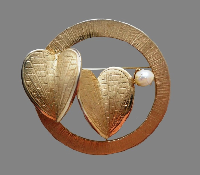 Two hearts brooch. Jewelry alloy, pearl