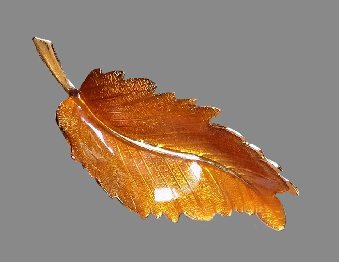 Varnished enamelled brooch Autumn leaf. Jewelry alloy, enamel, lacquer. 7 cm