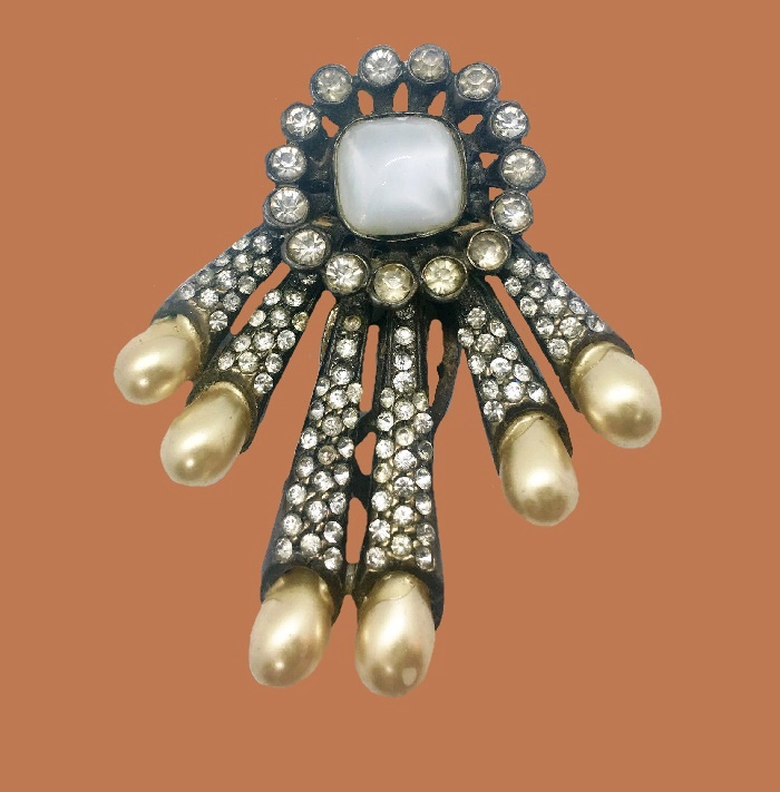 Vintage dress clip. Rhinestone, faux pearl
