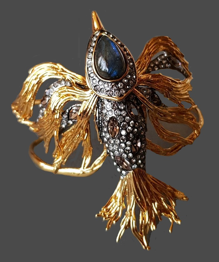 Bird bracelet. Labradorite cabochon, jewelery alloy, alloy, gilding, swarovski crystals), glass rhinestones