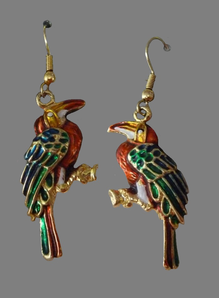 Bird earrings. Jewelry alloy of gold tone and enamel