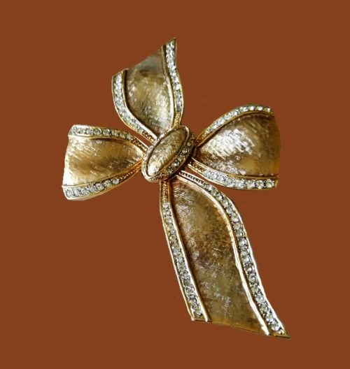 Bow brooch. Textured alloy of gold tone, crystals. 10.5 cm