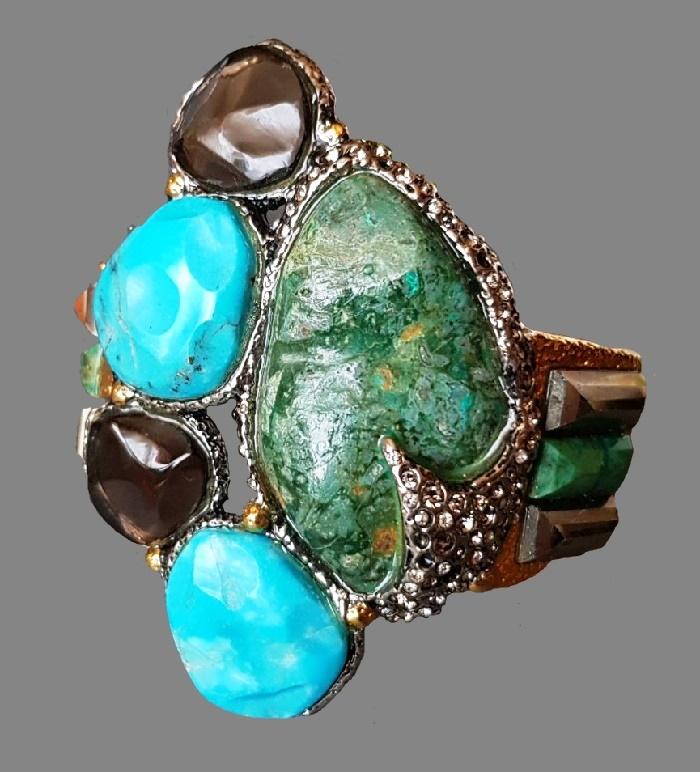 Bracelet of semi-precious stones. Jewelry alloy, Swarovski crystals, rhinestones