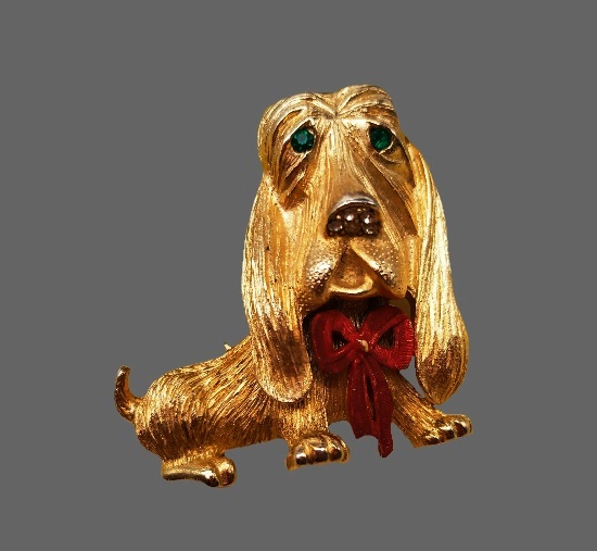 Basset dog brooch. Gold plated textured metal. 5 cm. 1960s