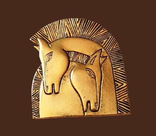 Couple of horses gold tone pin brooch