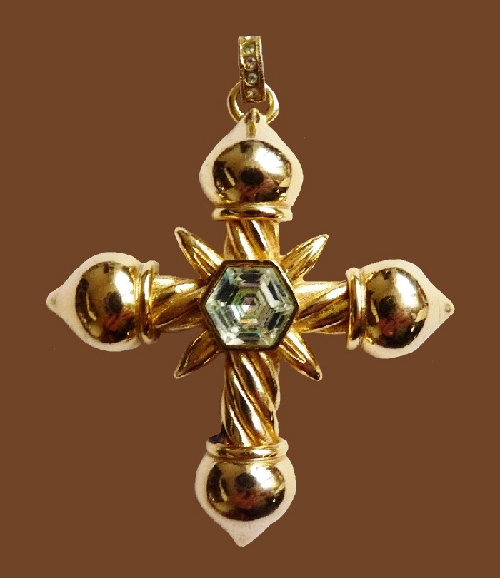Cross pendant of gold tone, glass insert