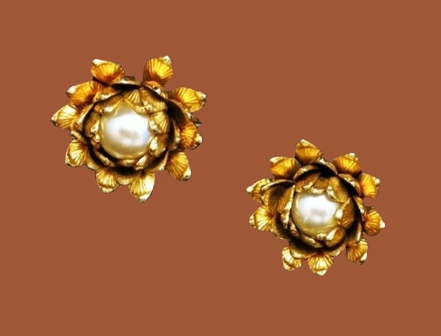 Flower clips, gold tone, faux pearls