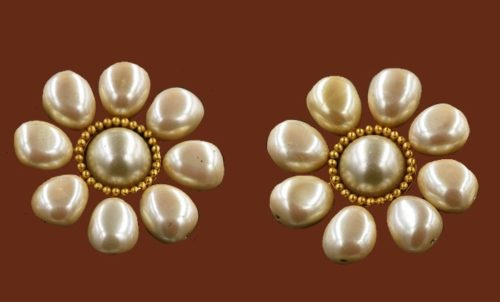 Flower shaped pearl clips