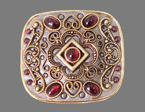 Garnet miracle vintage brooch-pendant. Jewelry alloy of silver tone, brass, varnish, natural stones. 3.7 cm