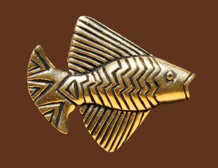 Gold fish brooch