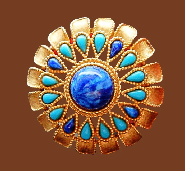 Gorgeous vintage brooch. Blue cabochons jewelry alloy of gold tone, rhinestones