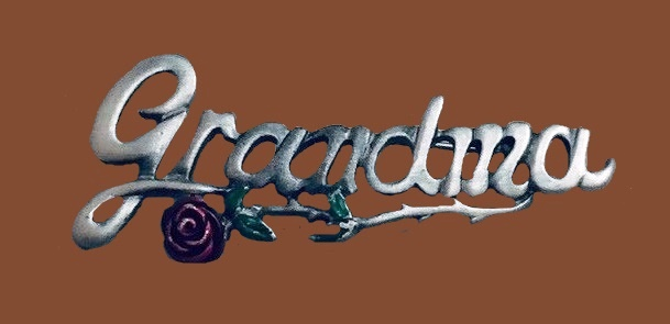 Grandma word brooch with a rose flower. Silver tone metal