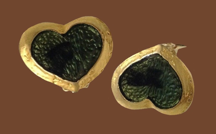 Heart shaped earrings of gold tone