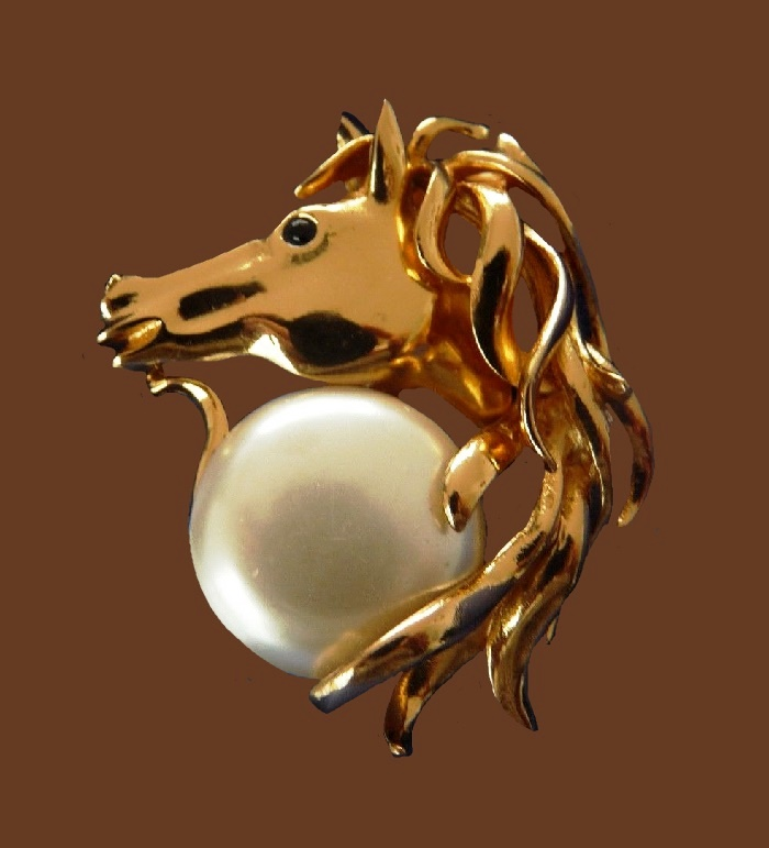Horse head gold tone faux pearl brooch