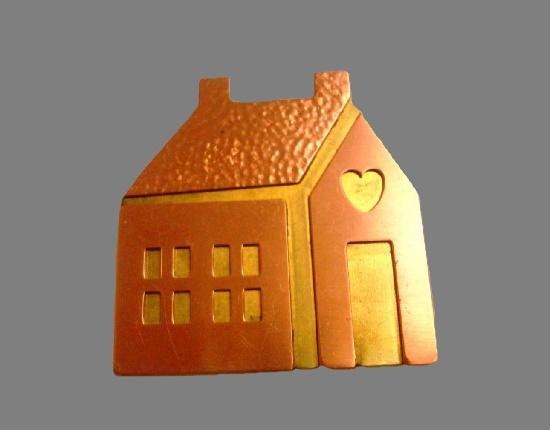 House brooch. Gold tone metal alloy, enamel. 5 cm. 1970s
