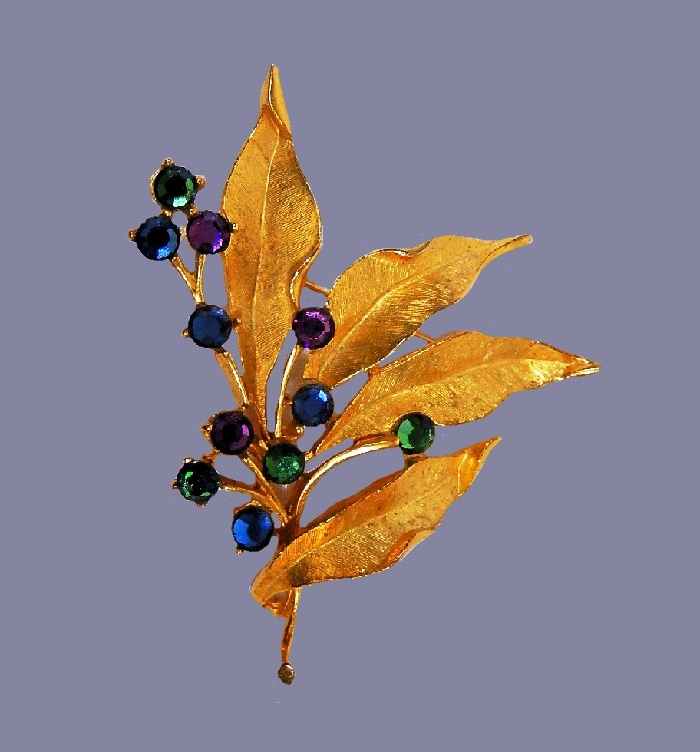Leaves and berries vintage brooch. Gold tone jewelry alloy, cabochons