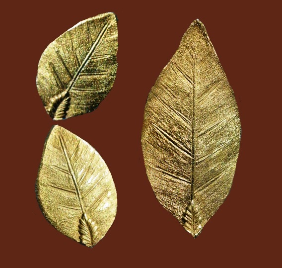 Leaves brooch and earrings. Gold plated, jewelery alloy, brassing, 5.2 cm brooch, stud earrings - 3.2 cm