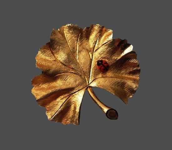 Ladybug on a leaf gold plated brooch. 5.5 cm. 1962