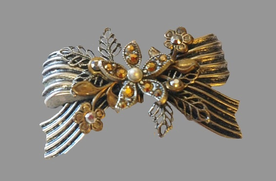 Made of pewter Bow Flower Cluster brooch