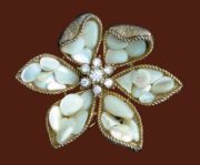 Mother of pearl flower brooch. Jewelry alloy of gold tone, rhinestones