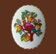 Partridge on a pear tree. Vintage brooch pendant. Jewelery alloy, plastic. 5.5 cm