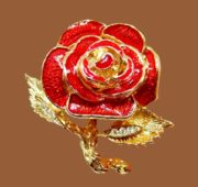 Red rose vintage brooch. Jewelry alloy of gold tone, enamel. 4 cm