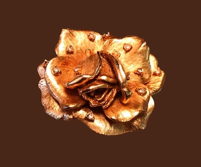 Rose brooch of jewelry alloy and crystals