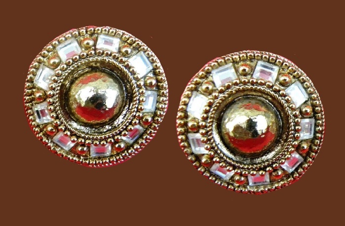 Round earrings. Gold tone, vermeil and crystal