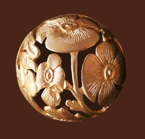 Round shaped flower pin of gold tone metal