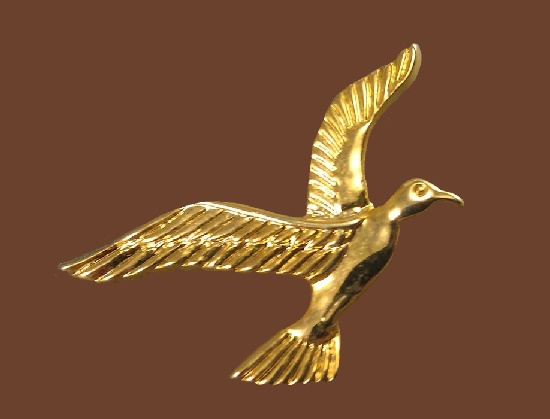 Seagull vintage brooch. 1970s. Gold tone metal. 3.5 cm