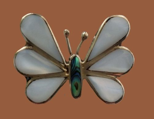Signed Alpaco Mexico butterfly brooch. Mother of pearl, silver. 3.2 cm