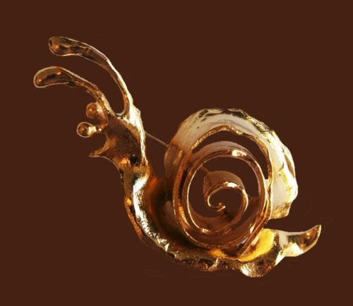 Snail brooch of gold tone