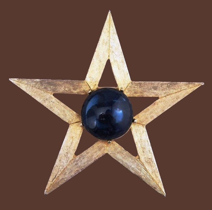 Star brooch. Jewelry alloy of gold tone, blue glass cabochon