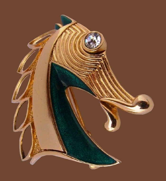 Stunning horse head brooch. Gold tone jewelry alloy, crystal, enamel