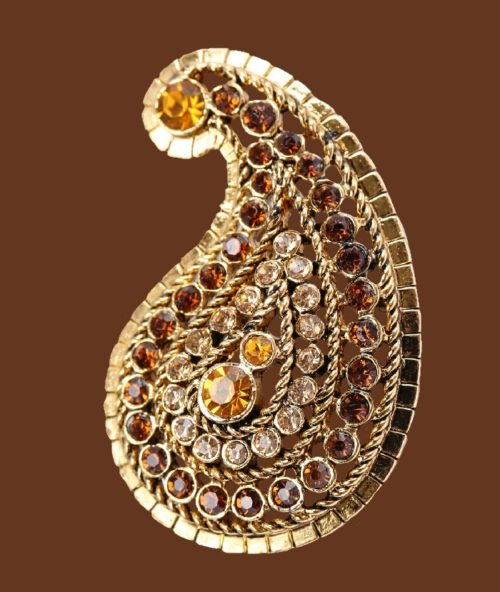 Swirl brooch of gold tone, decorated with rhinestones. 1960s
