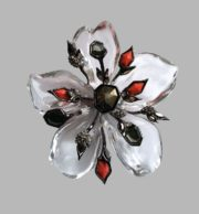 Transparent flower brooch of lucite, crystals and plastic. 10 cm