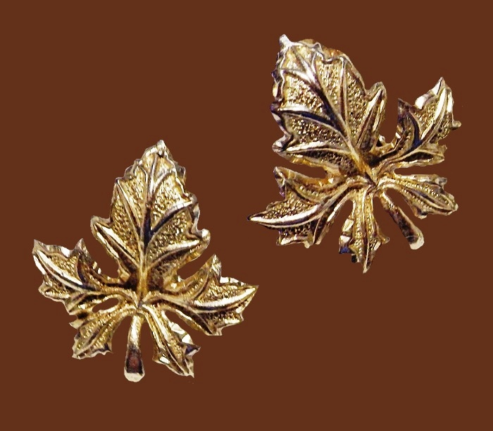 Tree leaf gold tone earrings