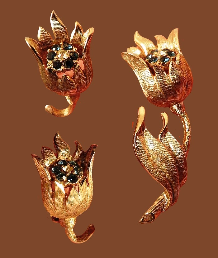 Tulip brooch and earrings. Brushed gold tone jewelry alloy, rhinestones
