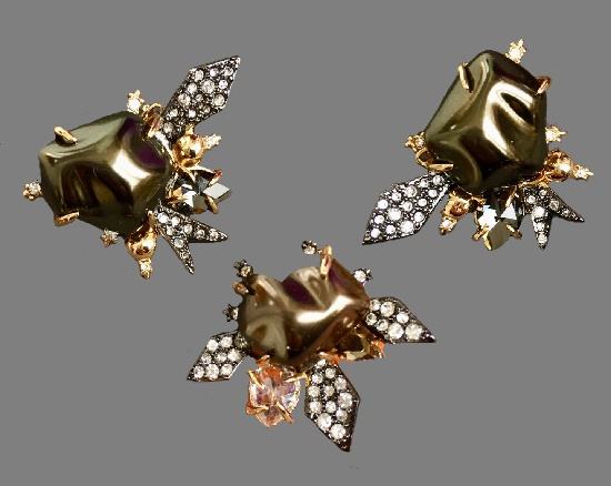 Vintage set of earrings and pendant. Gold tone metal, crystals, faux pearls