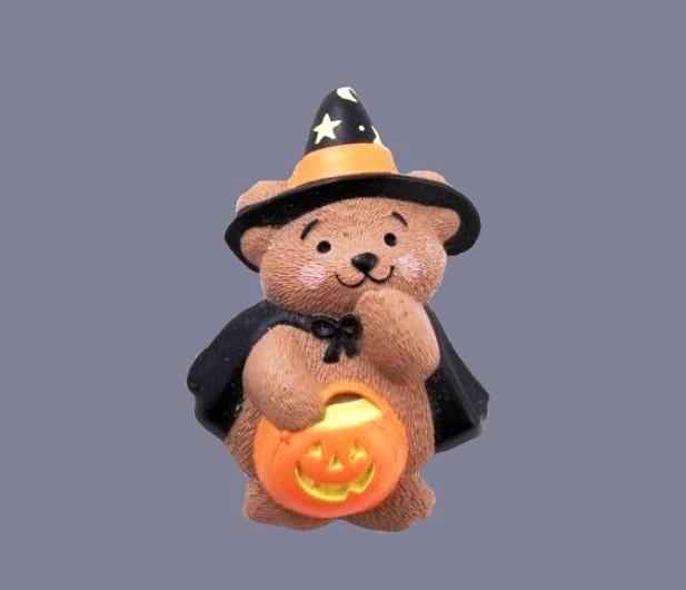 Winnie the Pooh Halloween brooch, 1980s